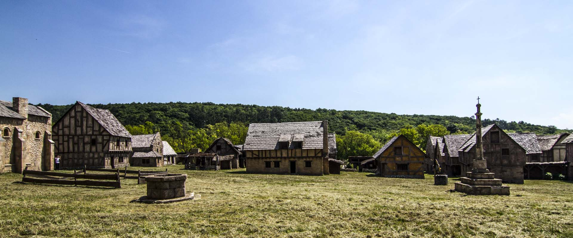 1-Korda-Studios-Medieval-backlot-set-4